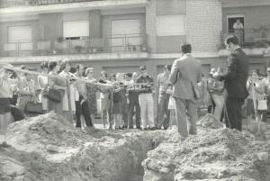 Colocación de la primera piedra del edificio de la iglesia